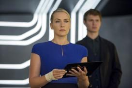 Insurgent (2015) - Kate Winslet, Ansel Elgort