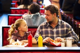 Fathers and Daughters (2015) - Kylie Rogers, Russell Crowe